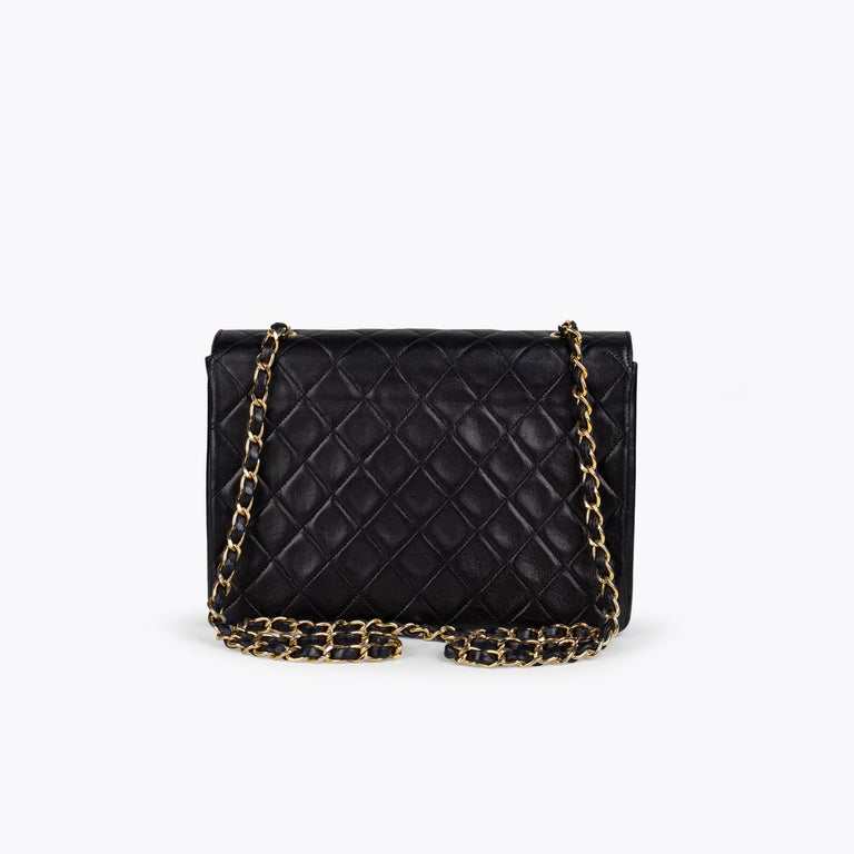 Chanel Classic Small Single Flap Crossbody Bag In Good Condition For Sale In Sundbyberg, SE