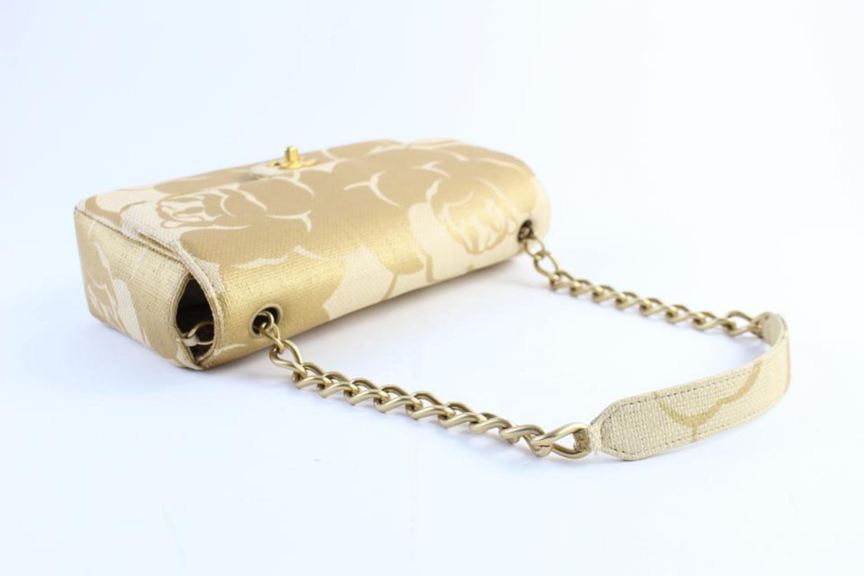 1c96d987dea7 Chanel Classic Woven Camellia 5cr0417 Natural X Gold Raffia Straw Shoulder  Bag For Sale at 1stdibs