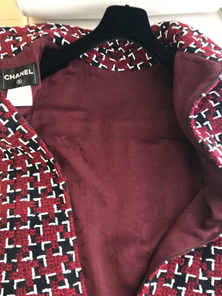 Chanel Cocktail Tweed Dress in Burgundy, Black and White New with tag For Sale 10