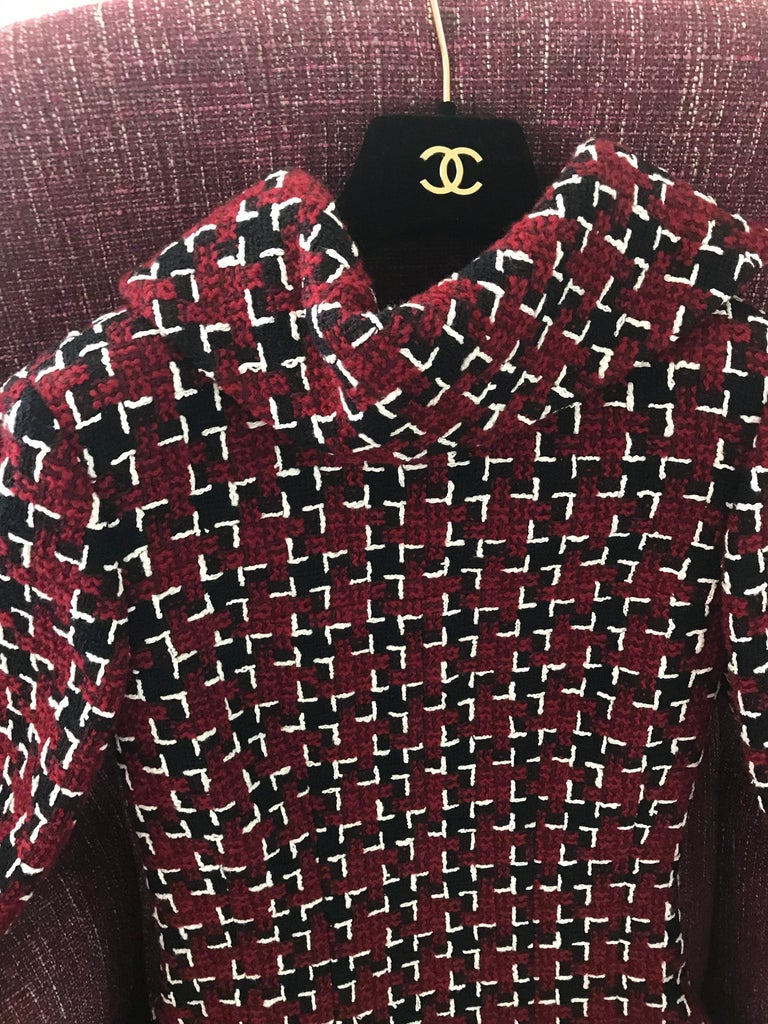 Chanel Cocktail Tweed Dress in Burgundy, Black and White New with tag For Sale 4