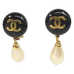 CHANEL coco ball coco mark Pearl GP Womens earrings gold x black