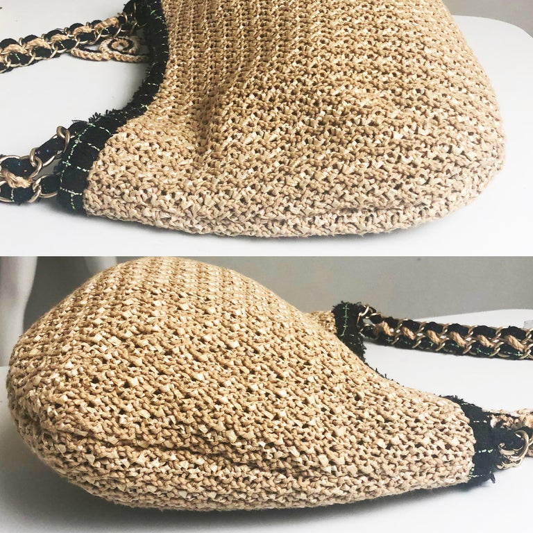 Chanel Coco Country Camellia Bag Woven Straw Tote 2010 Collection  In Good Condition For Sale In Port Saint Lucie, FL