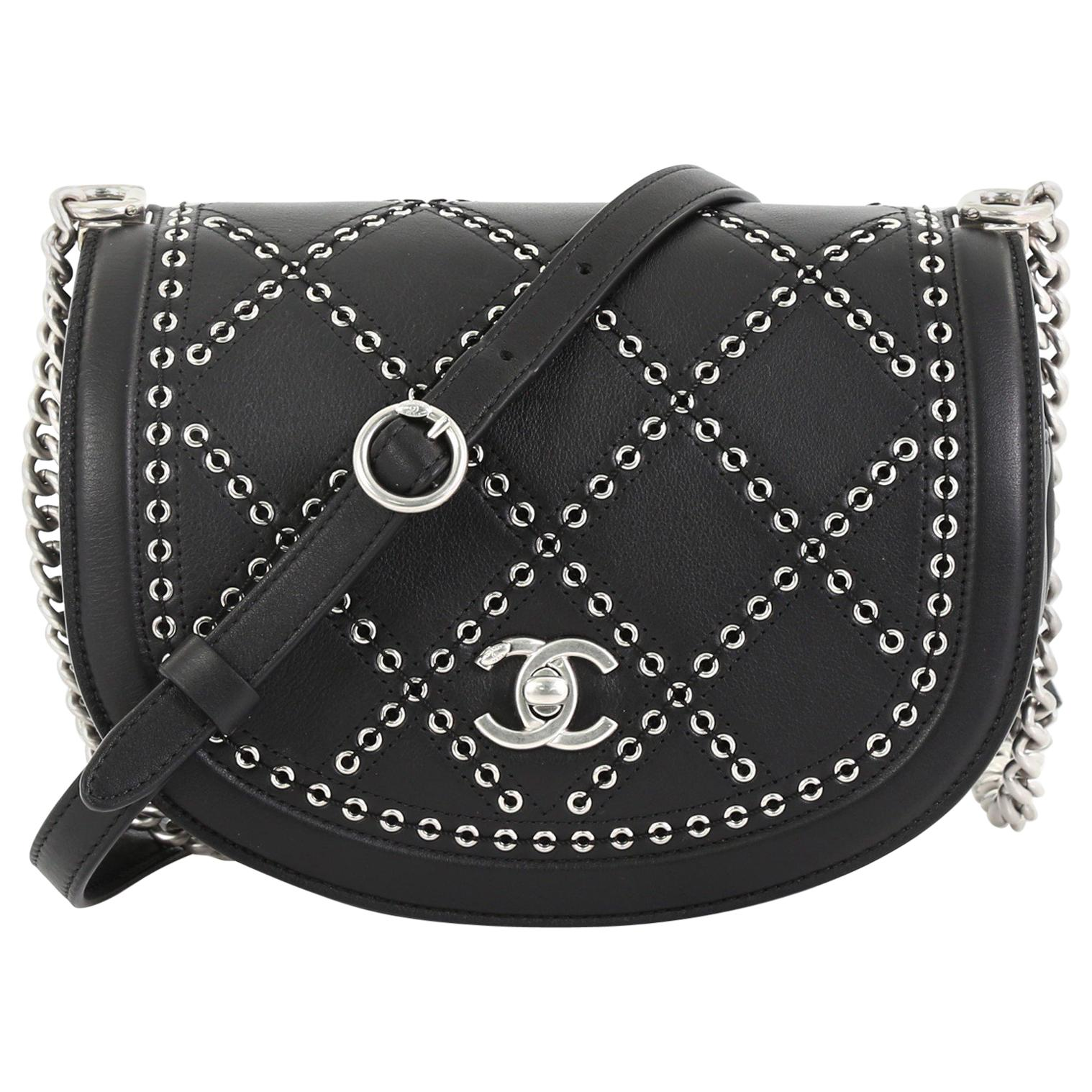 977e1208e0ed9e Vintage Chanel Crossbody Bags and Messenger Bags - 645 For Sale at 1stdibs