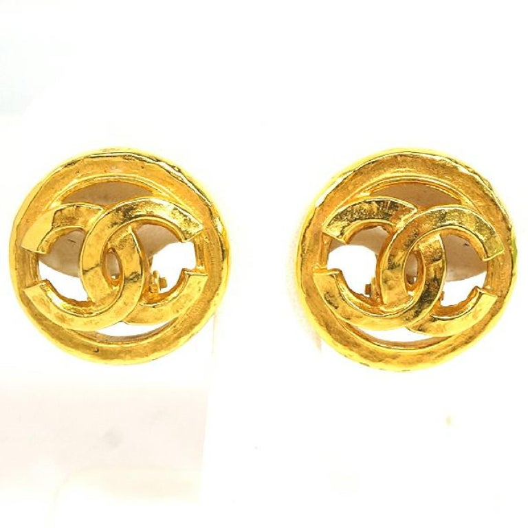 An authentic CHANEL coco mark circle GP Womens earrings gold The outside material is GP. This item is Contemporary. The year of manufacture would be 1986. Rank AB signs of wear (Small) Used goods in good condition with signs of wear according to A