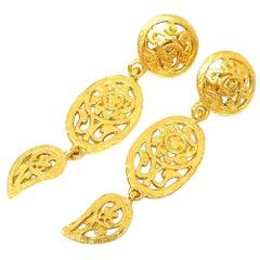 CHANEL coco mark Swing long GP Womens earrings gold