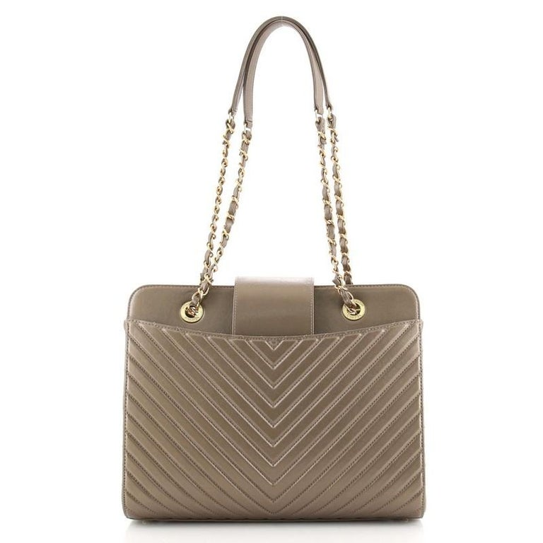 Chanel Collar and Tie Tote Chevron Sheepskin Small In Good Condition For Sale In New York, NY