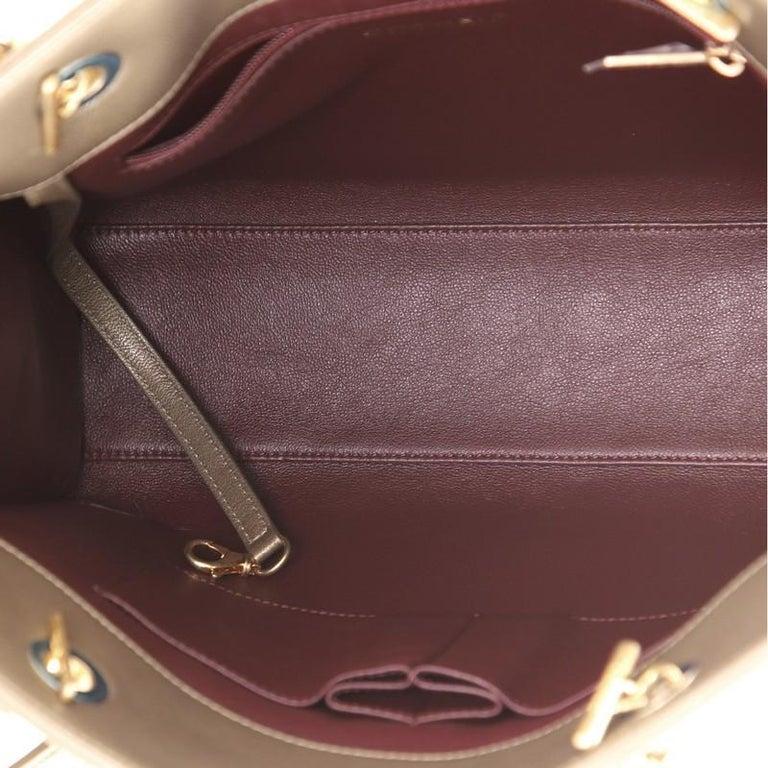 Chanel Collar and Tie Tote Chevron Sheepskin Small For Sale 1