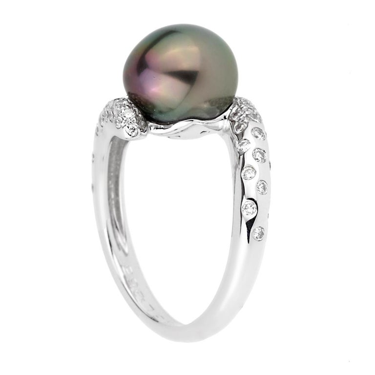 Chanel Concept Pearl Diamond White Gold Ring In Excellent Condition For Sale In Feasterville, PA