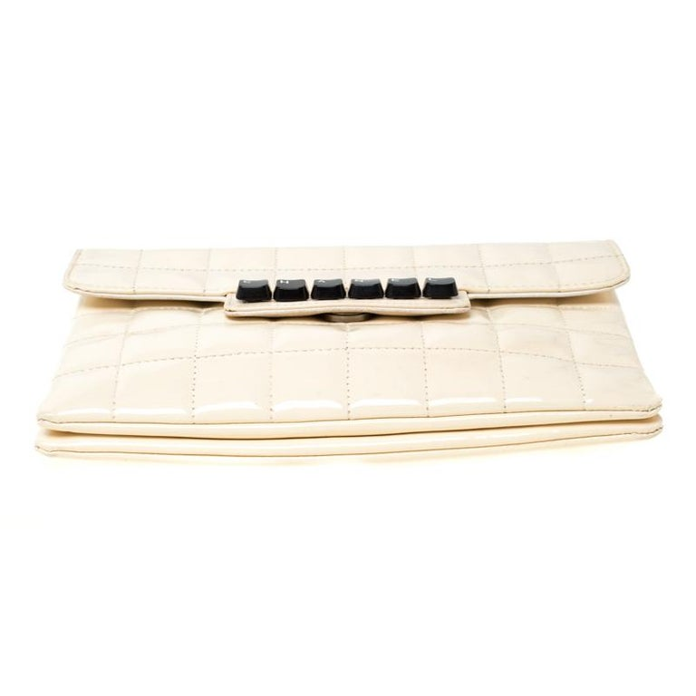 Chanel Cream Chocolate Bar Quilted Patent Leather Keyboard Flap Bag For Sale 5