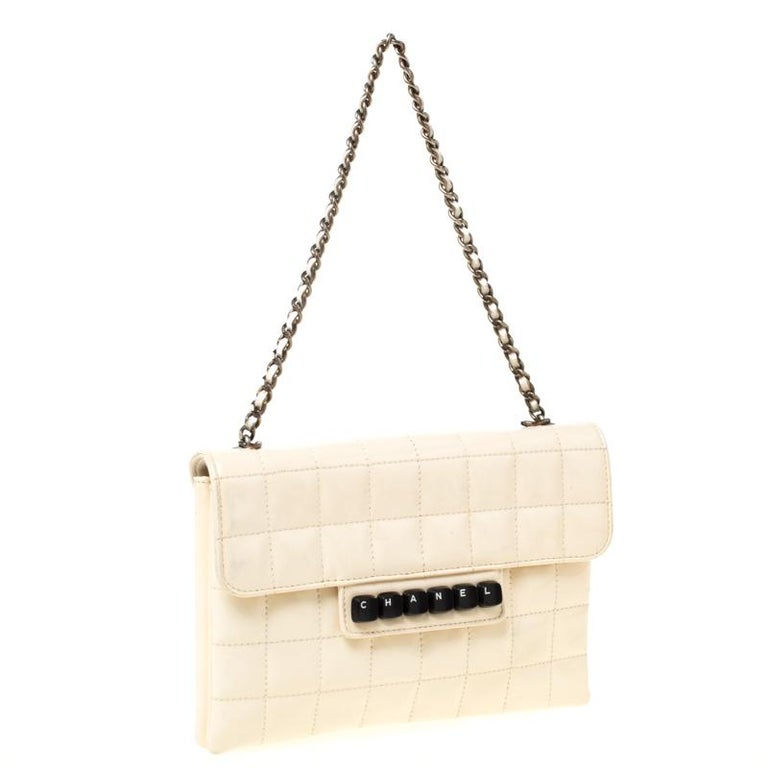 Chanel Cream Chocolate Bar Quilted Patent Leather Keyboard Flap Bag In Good Condition For Sale In Dubai, Al Qouz 2