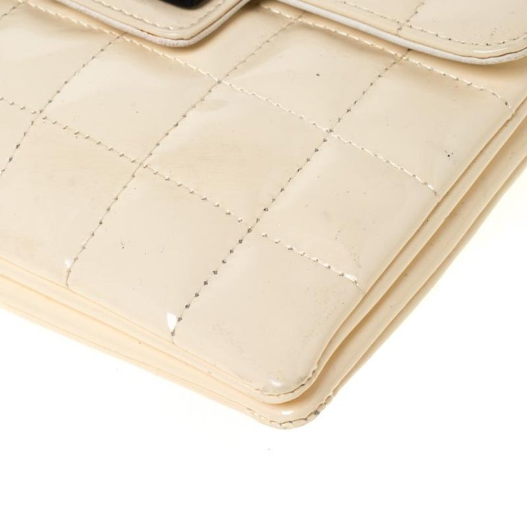 Chanel Cream Chocolate Bar Quilted Patent Leather Keyboard Flap Bag For Sale 3