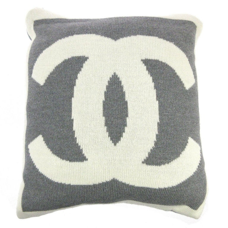 Chanel Cream Ivory Gray Grey Cashmere Silk Wool Bed Couch Chair Throw Pillow In Good Condition For Sale In Chicago, IL