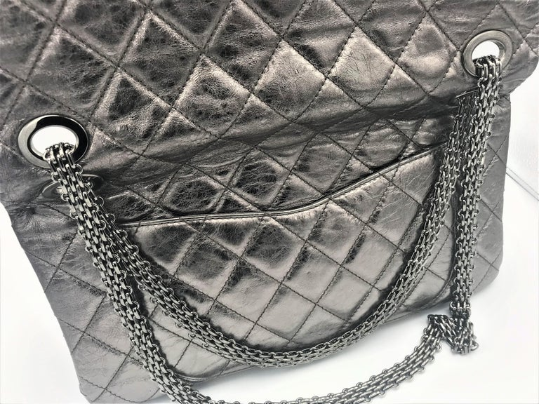 Chanel Cruis Collection maxi double flap bag silver distressed leather  In Excellent Condition For Sale In Stuttgart, DE
