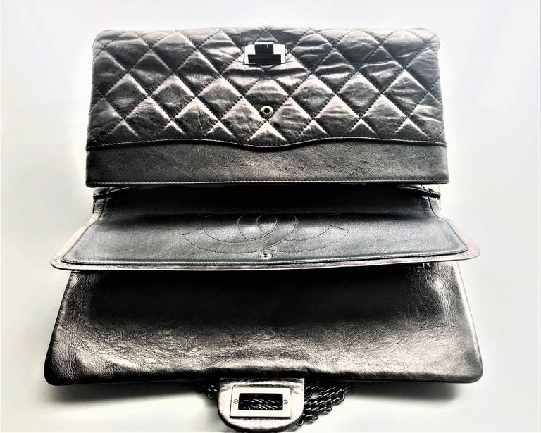 Chanel Cruis Collection maxi double flap bag silver distressed leather  For Sale 4