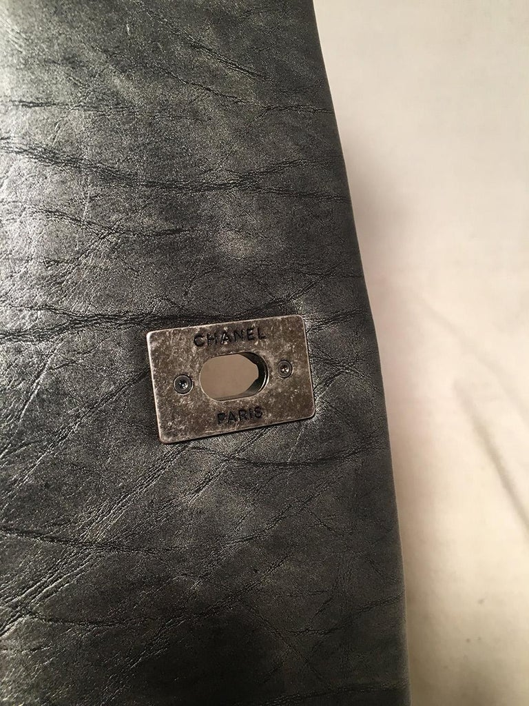 Chanel Dark Grey Metallic Distressed Quilted Accordion Flap Classic Shoulder Bag For Sale 4