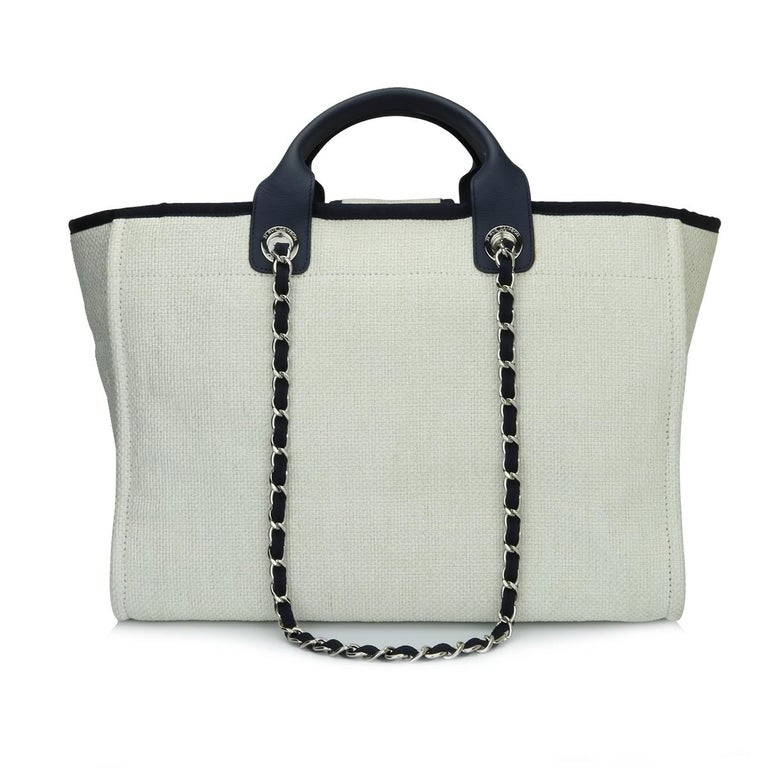CHANEL Deauville Tote Large Navy Canvas with Silver Hardware 2018 In Excellent Condition For Sale In Huddersfield, GB