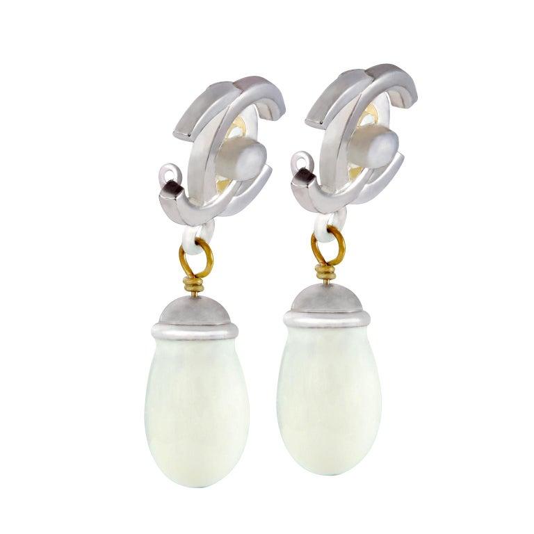 Women's Chanel Double CC Pearl Drop Earrings For Sale