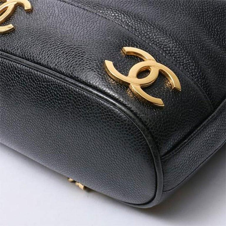 Women's or Men's Chanel Drawstring Vintage 1990s Cc Rucksack Black Caviar Leather Backpack For Sale