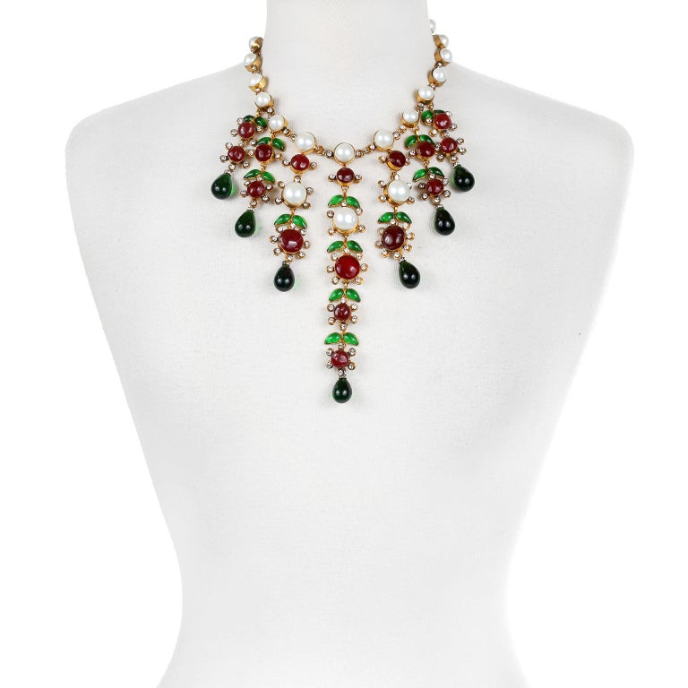This authentic Chanel Dripping Gripoix and Pearl Choker is in excellent vintage condition from the early 1980's.   A stunning and dramatic collectible piece. Faux round pearls are set is gold tone metal with crystal dividers. Red and green Gripoix