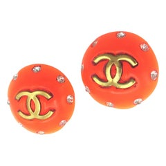 Chanel ear clip orange with CC signed 1995 P = Printemps - Spring