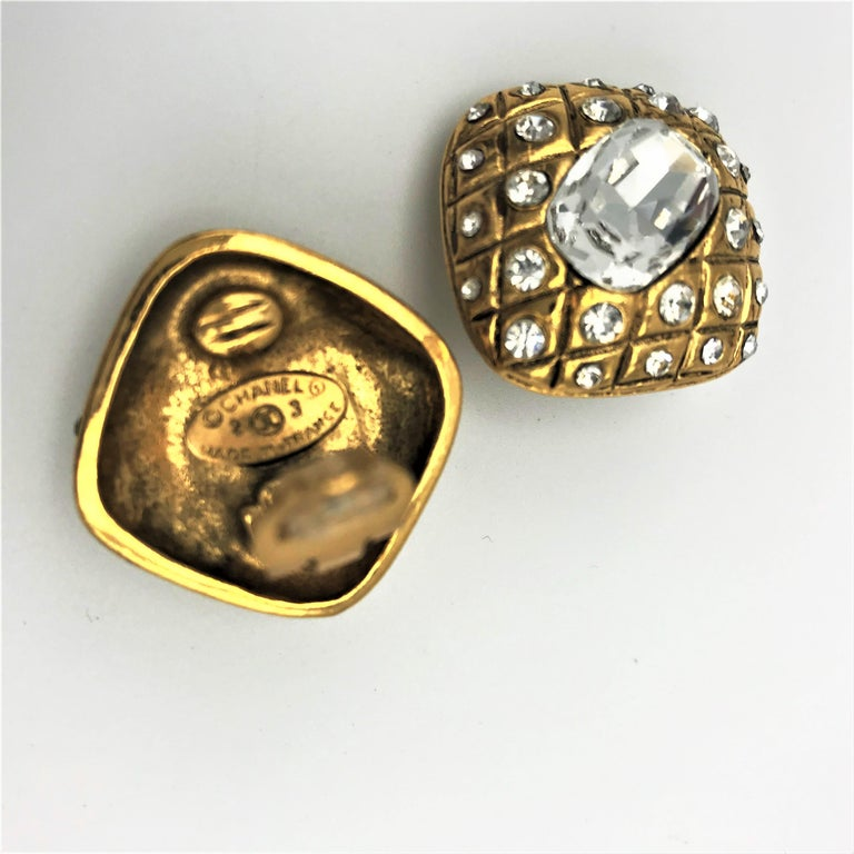 Women's CHANEL ear clips signed 2CC3 quilted gold plated  For Sale