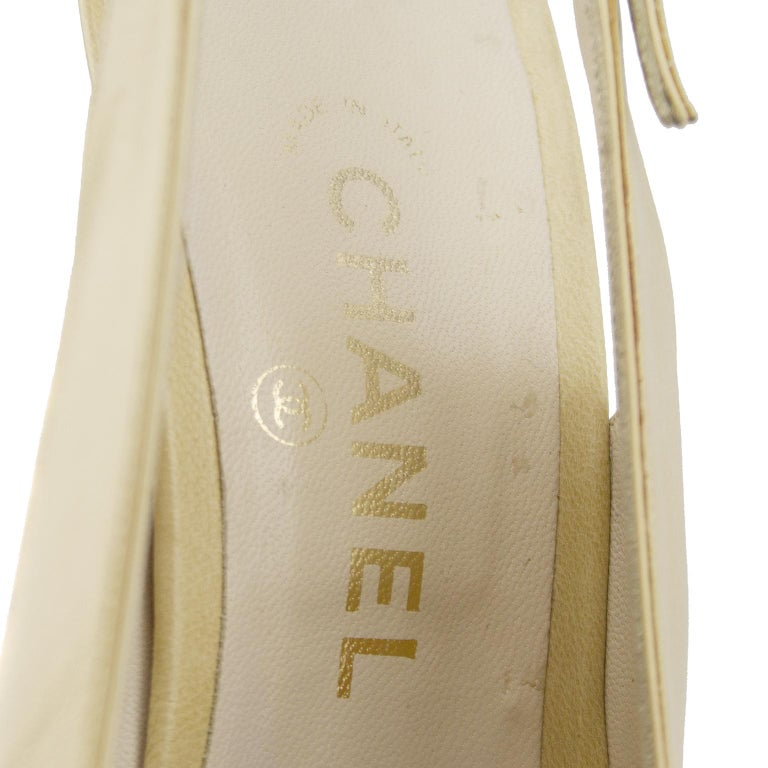 Chanel Early 1990s Beige and Black Slingbacks  For Sale 3