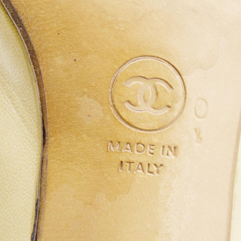 Chanel Early 1990s Beige and Black Slingbacks  For Sale 4