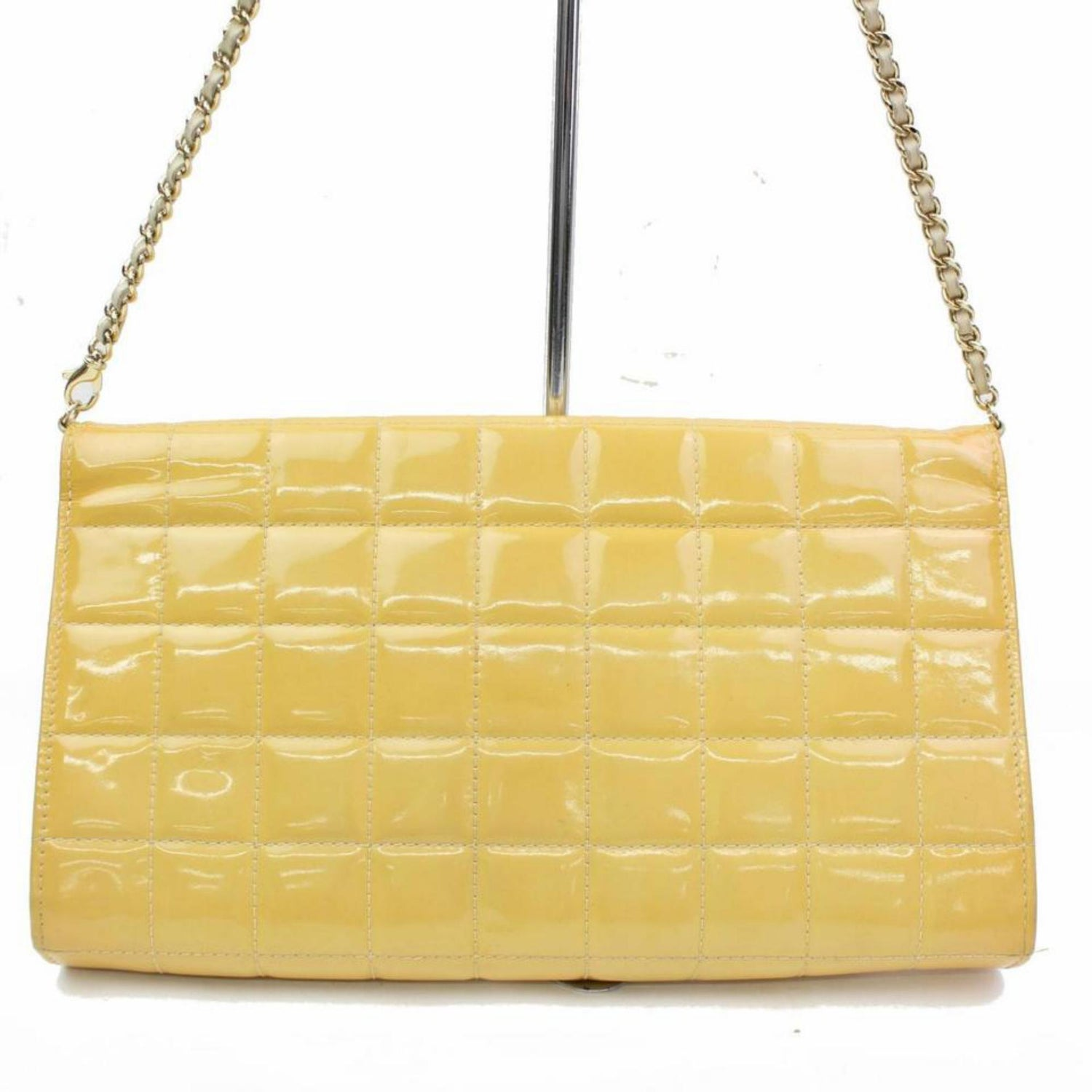 7ee21efa2051 Chanel East West Quilted Flap 866712 Yellow Patent Leather Shoulder Bag For  Sale at 1stdibs
