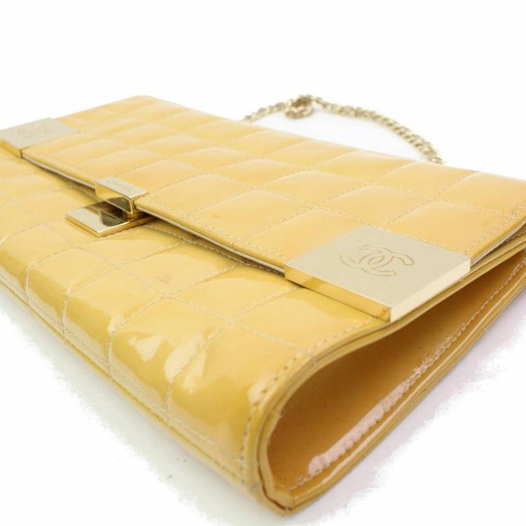f835be47c14f Chanel East West Quilted Flap 866712 Yellow Patent Leather Shoulder Bag For  Sale 3