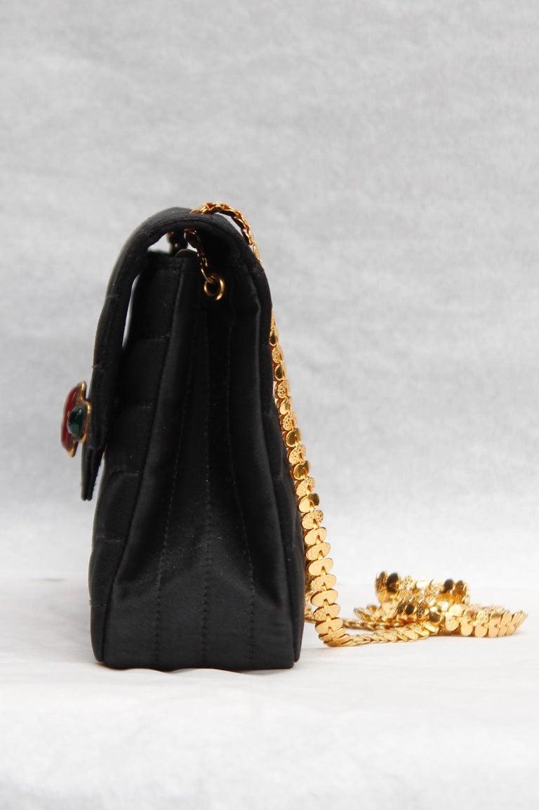 Women's Chanel elegant evening jewel bag in black satin For Sale