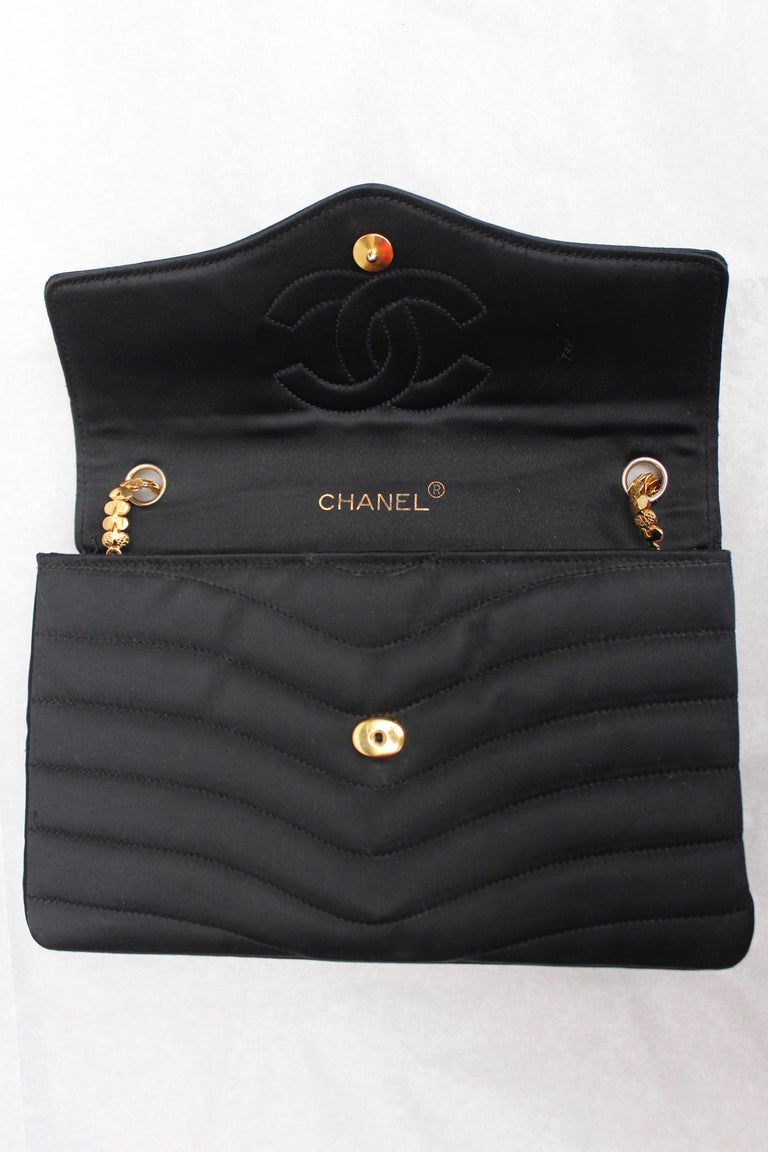 Chanel elegant evening jewel bag in black satin For Sale 3