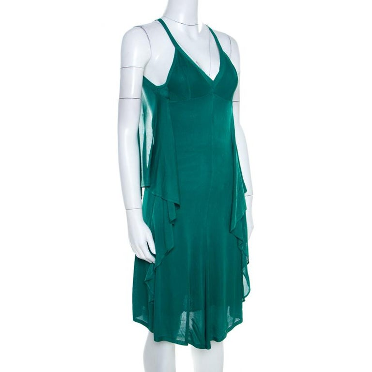 Flaunt this magnificent piece from the house of Chanel. Pretty and pleasing, you cannot go wrong with this calming emerald green dress, no matter what occasion you wear this to. Finely tailored in a draped silhouette with tie detail at the rear,