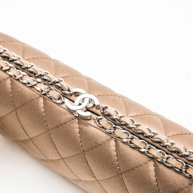 CHANEL Evening Clutch in Quilted Golden Beige Silk Satin For Sale 5