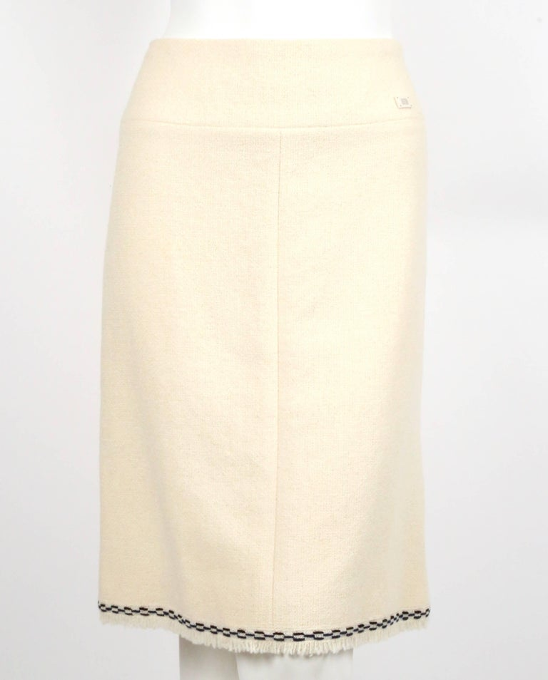 CHANEL fall 2004 runway tunic skirt and matching coat in boucle wool - new For Sale 4