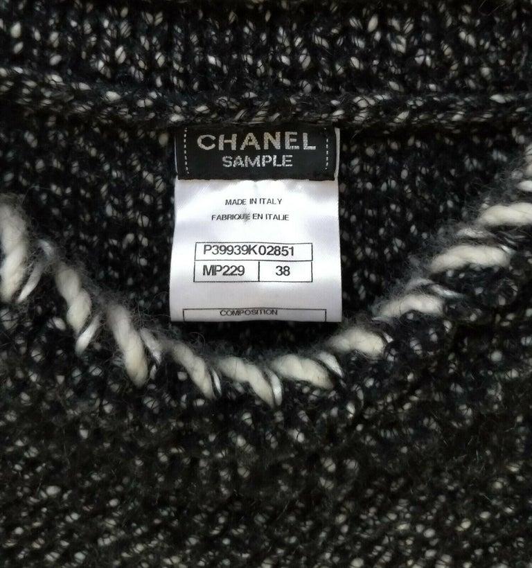 Chanel Fall 2010 Black & White Tweed Cashmere Fur Fringe Dress FR 38/ US 4 6 For Sale 7