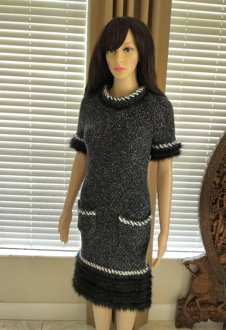 Chanel Fall 2010 Black & White Tweed Cashmere Fur Fringe Dress FR 38/ US 4 6 For Sale 6