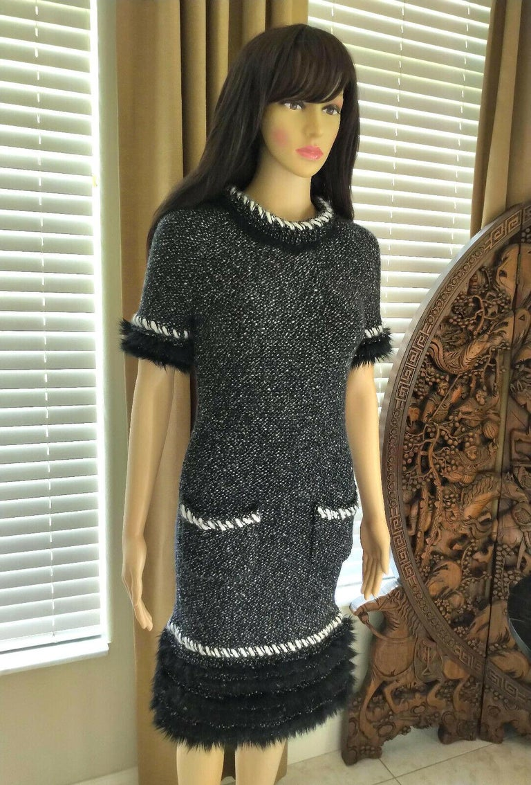 Chanel Fall 2010 Black & White Tweed Cashmere Fur Fringe Dress FR 38/ US 4 6 In Excellent Condition For Sale In Ormond Beach, FL