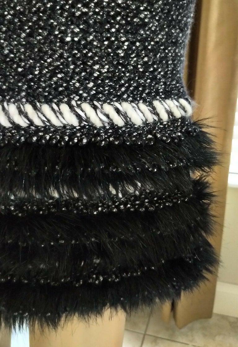 Chanel Fall 2010 Black & White Tweed Cashmere Fur Fringe Dress FR 38/ US 4 6 For Sale 4