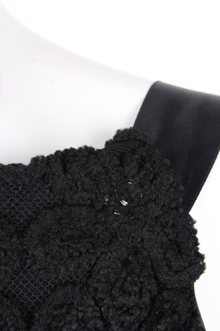 Women's Chanel Fall/Winter 2005 Black Floral Crotchet Camelia Wool Mesh Dress For Sale