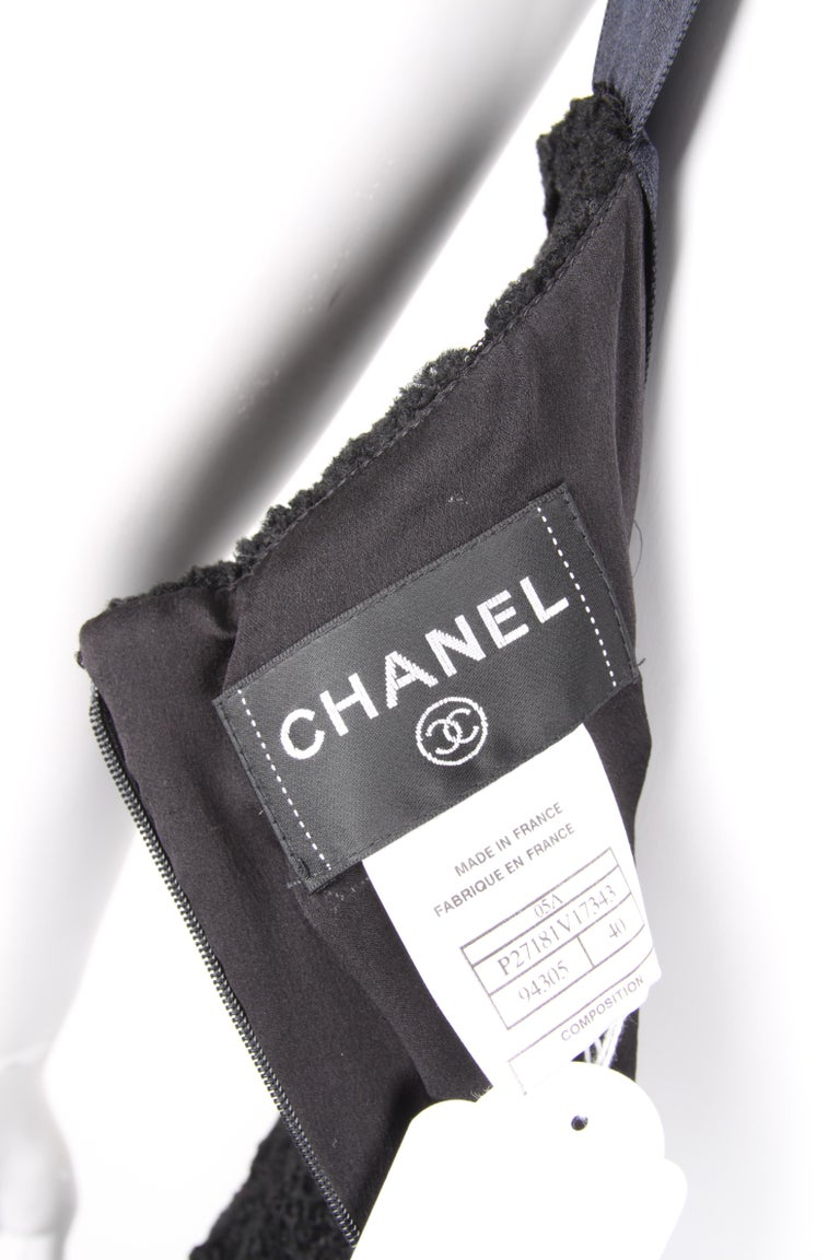Chanel Fall/Winter 2005 Black Floral Crotchet Camelia Wool Mesh Dress For Sale 4