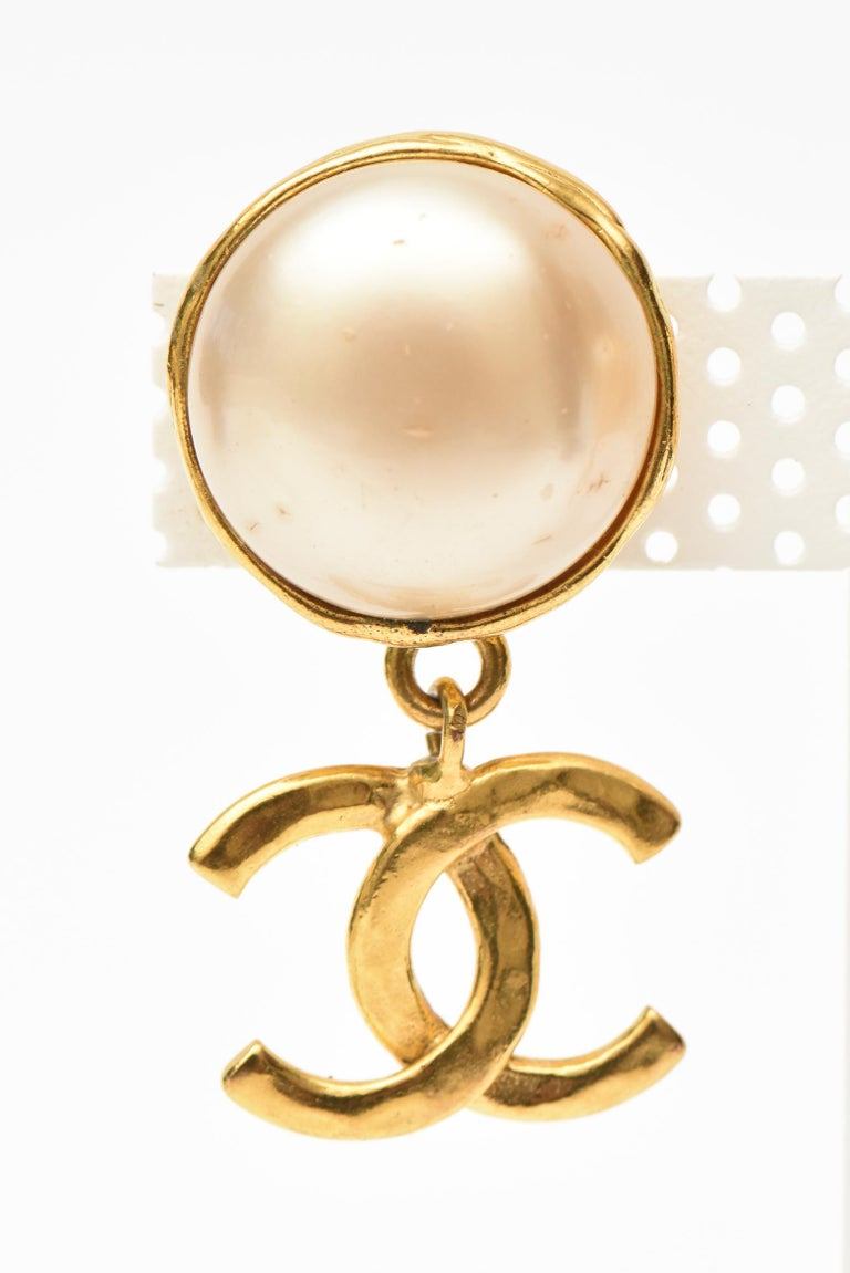 These classic 1992 Chanel faux pearl and gold plate drop clip on earrings have the connected cc's at the bottom. It says Chanel 29 Made In France. These are classic and timeless. Please note these are the original faux pearls and have not been