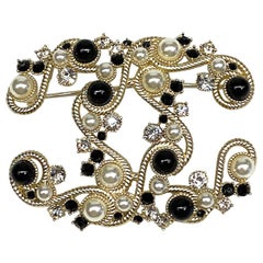 Chanel Faux Pearl & Black Bead 2019 Cruise Collection CC Pin