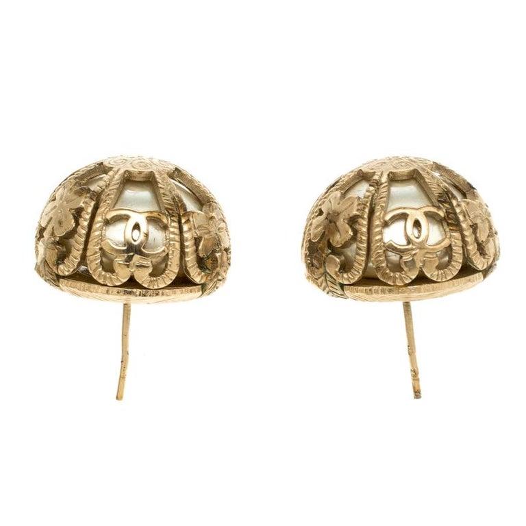 Chanel Faux Pearl Gold Tone Dome Stud Earrings In Good Condition For Sale In Dubai, Al Qouz 2