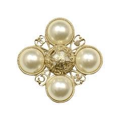 Chanel Filigree-Detail Pearl Brooch/Pendant