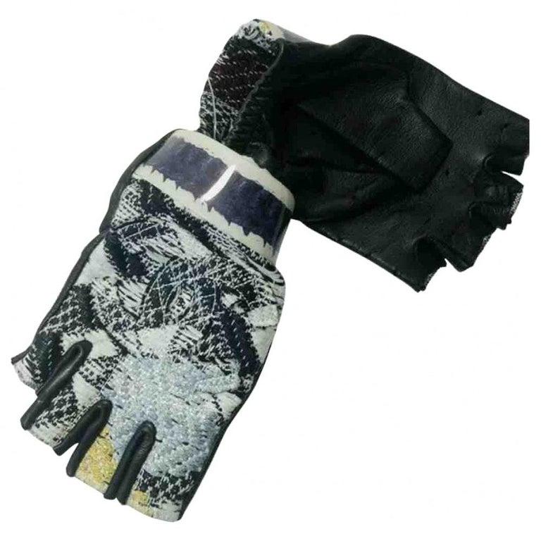 Women's or Men's Chanel Fingerless Gloves - Size 7 For Sale