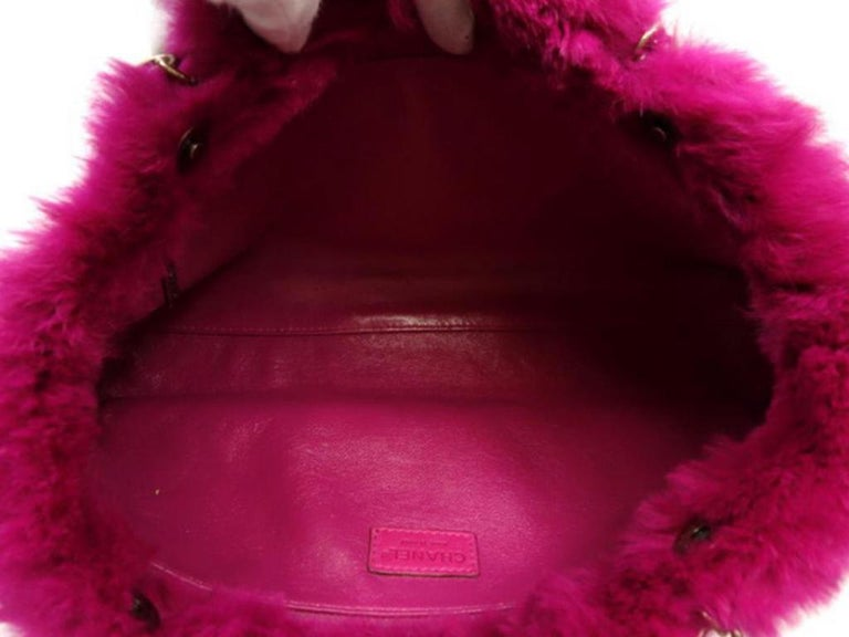 cbdb78356c54 Chanel Fuchsia Chain Tote 228729 Pink Rabbit Fur Shoulder Bag In Good  Condition For Sale In