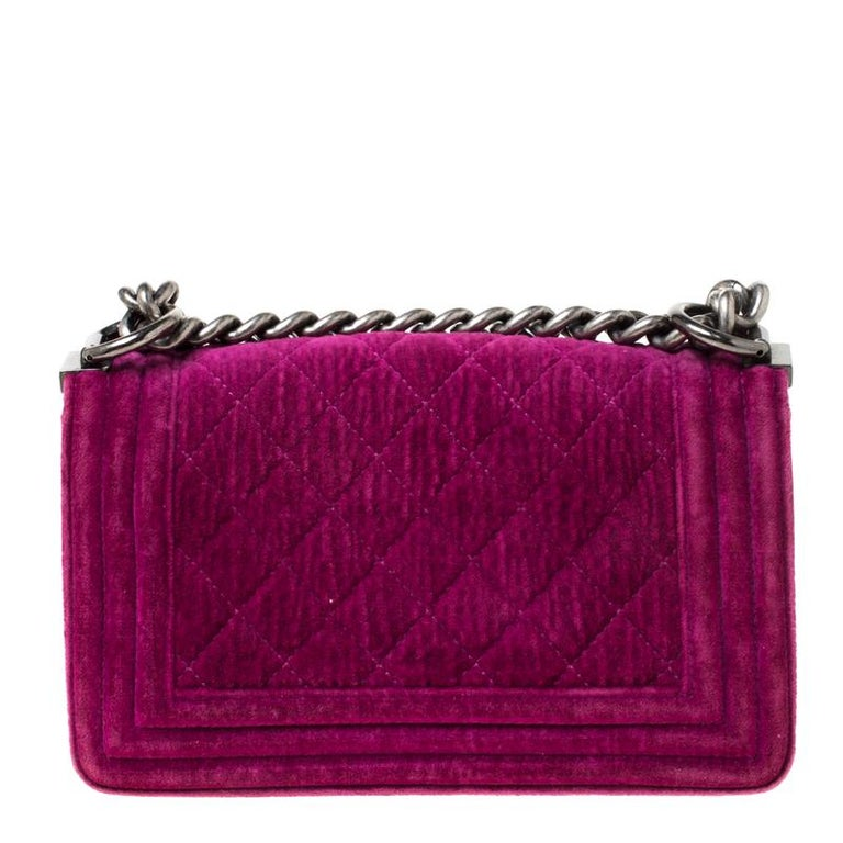 Every Chanel creation deserves to be etched with honour in the history of fashion as they carry irreplaceable style. Like this stunner of a Boy Flap that has been exquisitely crafted from velvet. It does not only bring a fuchsia shade but also their