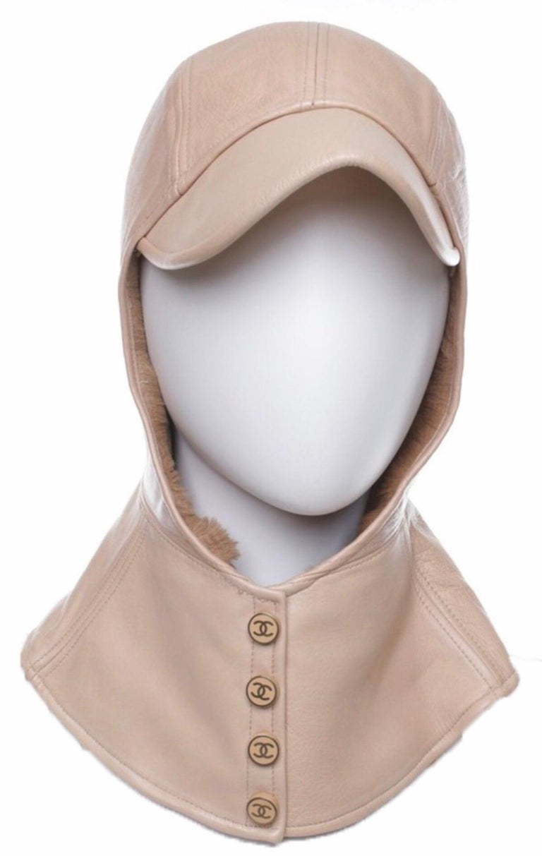 Features / Details: - 50% lamb leather, 50% Kängeru-fur - Lined - shade-application - push-button-clasp - upper in Beige Logo-embossed