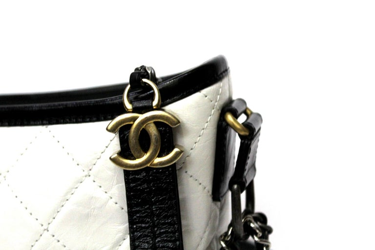 Chanel bag Gabrielle Hobo in small size. Made of aged leather and smooth leather. Silver and gold-effect metal. Zip closure, excellent condition. We have card and dust.