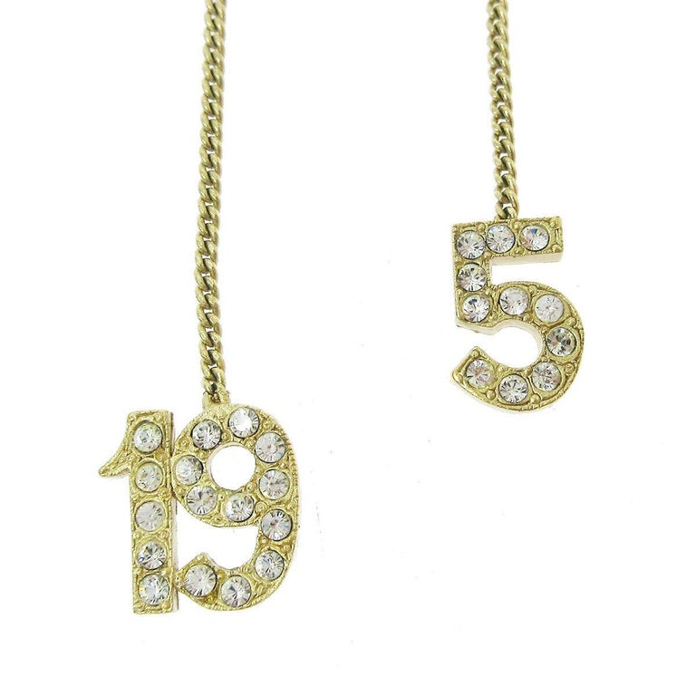 Chanel Gold 5 and CC Charms Drape Lariat Evening Dangle Chain Necklace  In Good Condition For Sale In Chicago, IL